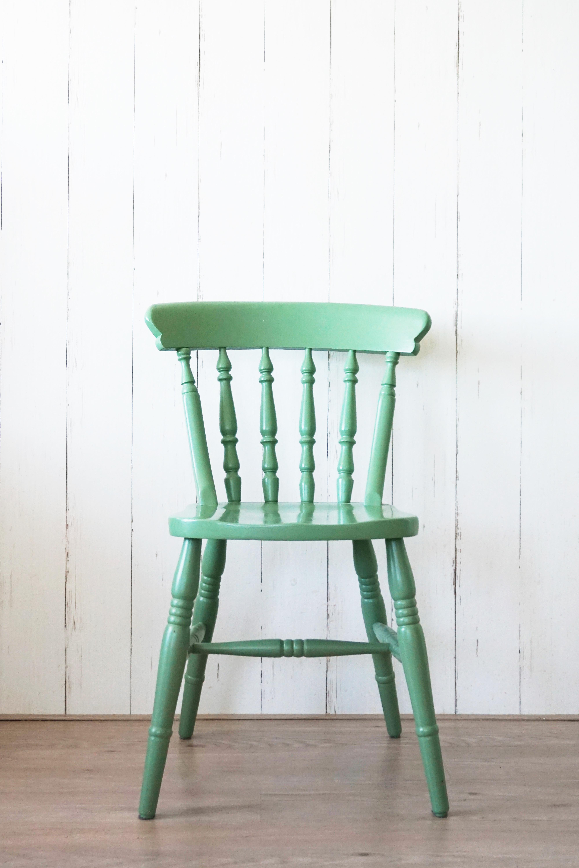 Geschilderde houten stoelen thuis interieur woondeco for Groene stoel
